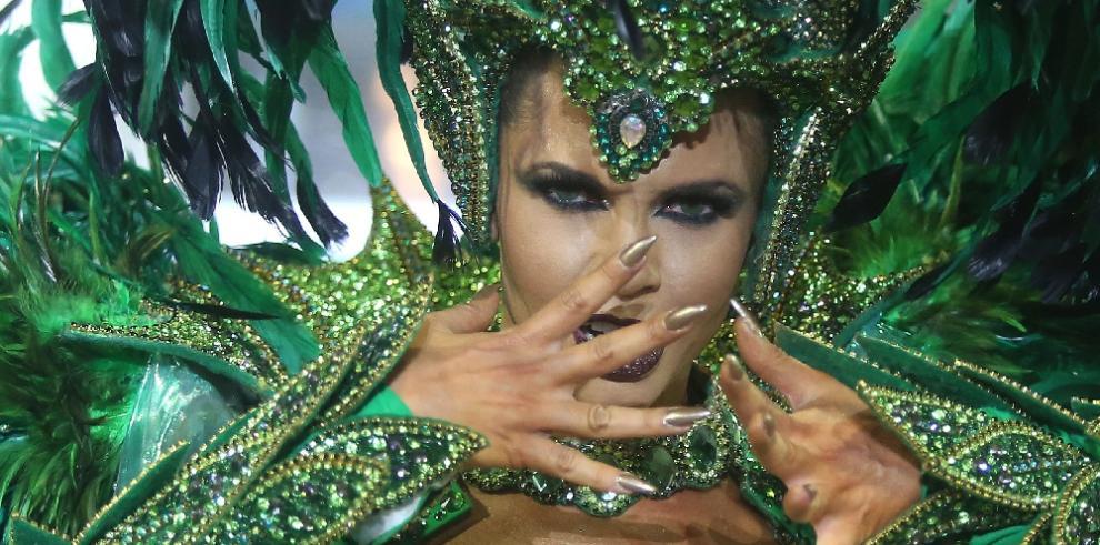 El carnaval brasilero en un torrente de samba