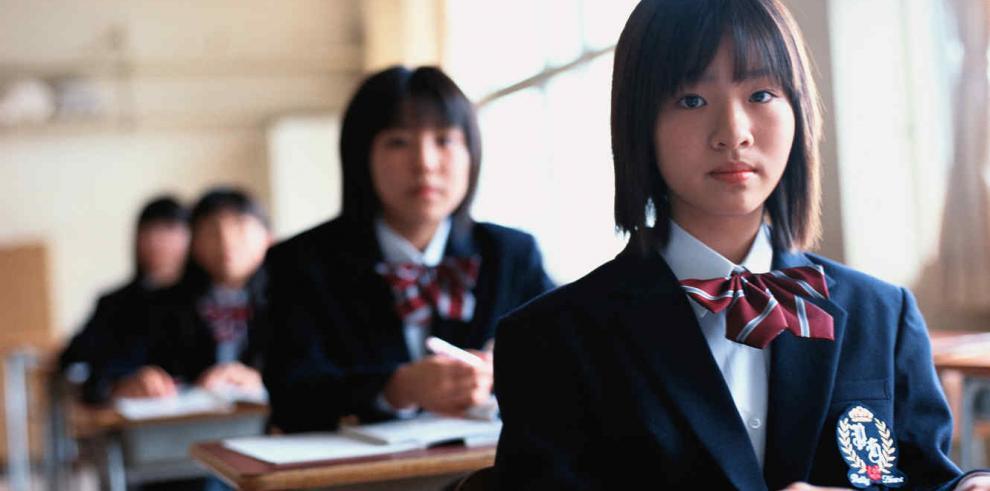 Japonesa demanda a su escuela por obligarla a teñirse el pelo