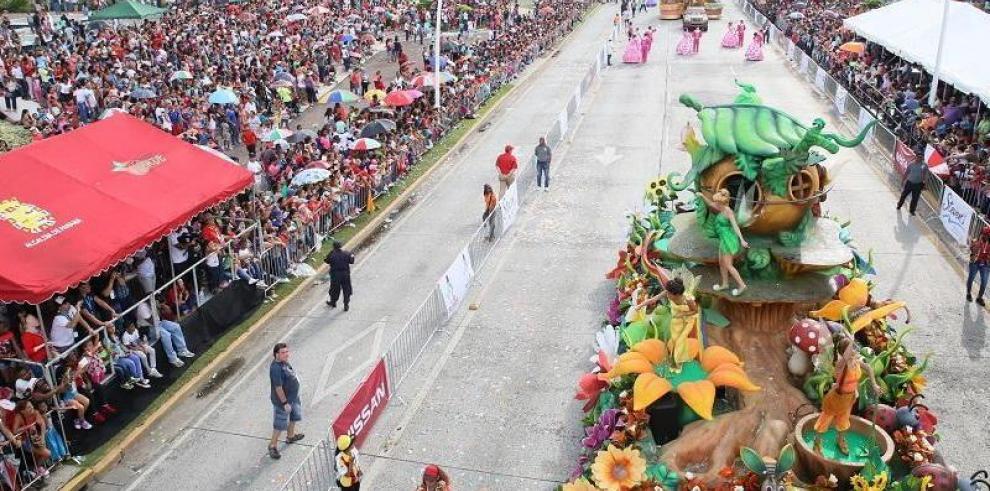MiBus anuncia desvíos por desfile navideño en la Cinta Costera