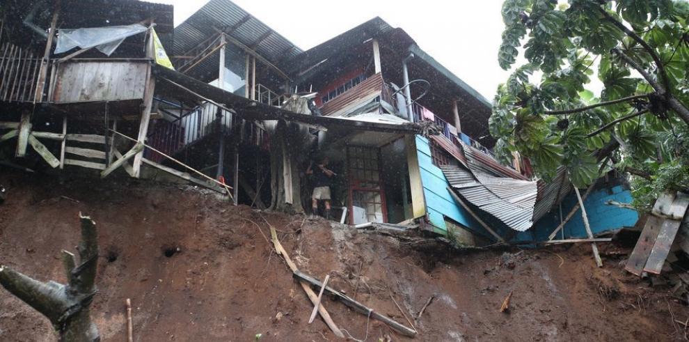 SENAN envía helicóptero de apoyo a damnificados de Costa Rica