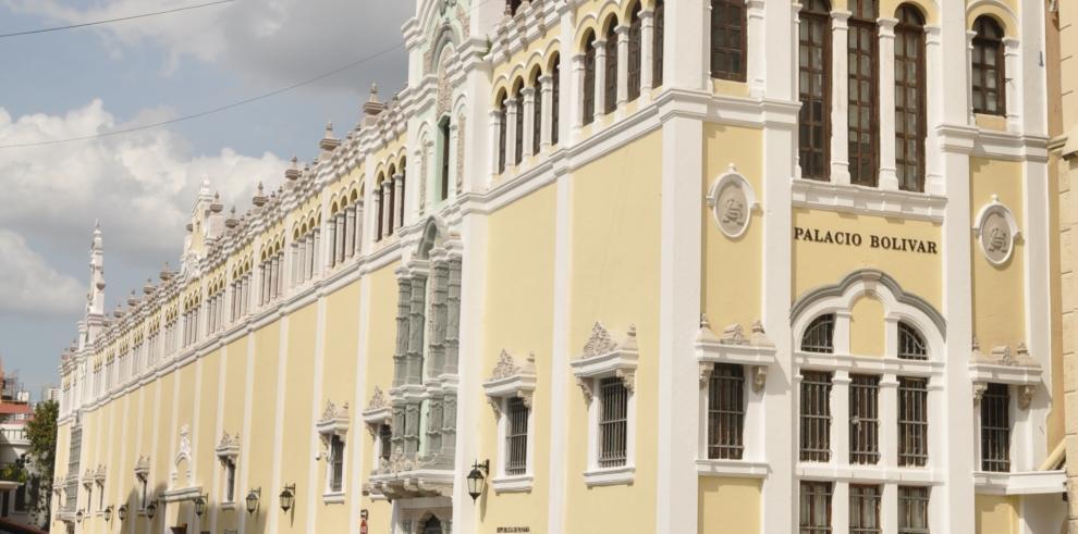 Panamá reconoce relección del presidente de Honduras
