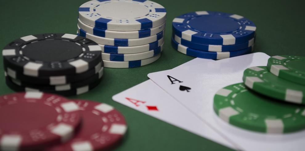 Entreganbonos navideños a los ex funcionarios de los Casinos Nacionales