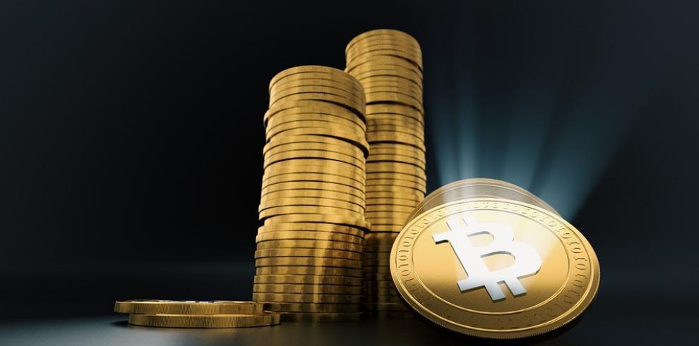 El bitcóin se desploma y pierde un 40 % desde el récord del domingo