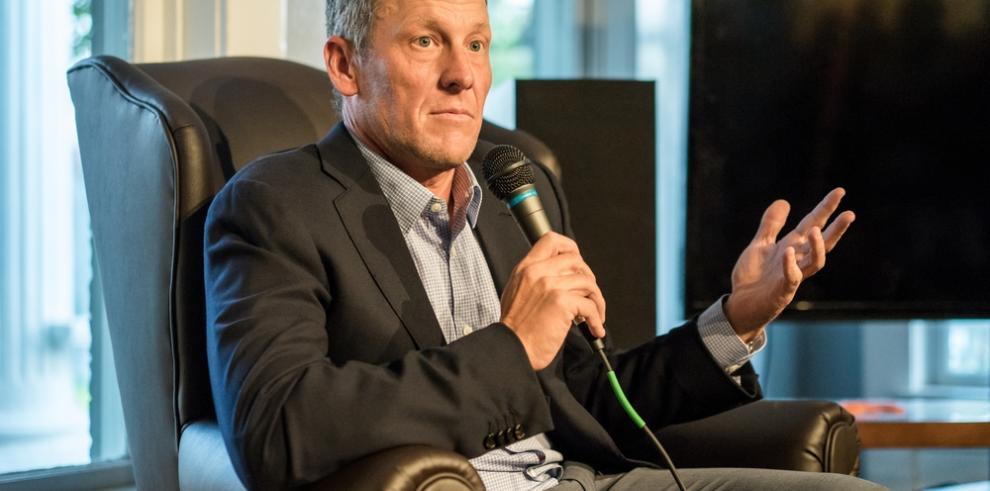 Lance Armstrong anuncia su compromiso matrimonial con Anna Hansen