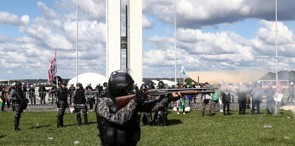OEA rechaza discutir sobre crisis política en Brasil