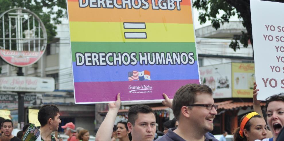 Ateos responden a la Iglesia y reclaman derecho a matrimonio gay