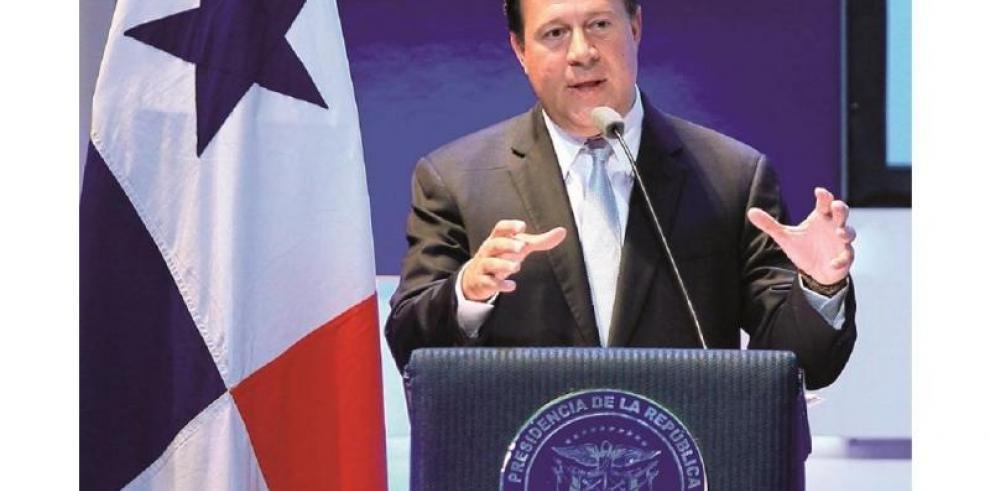 Varela pide a EEUU y Cuba fortalecer el deshielo que se escenificó en Panamá