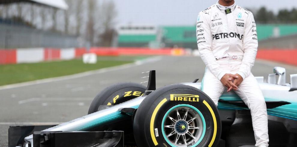 Hamilton vuelve a mejorar el tiempo