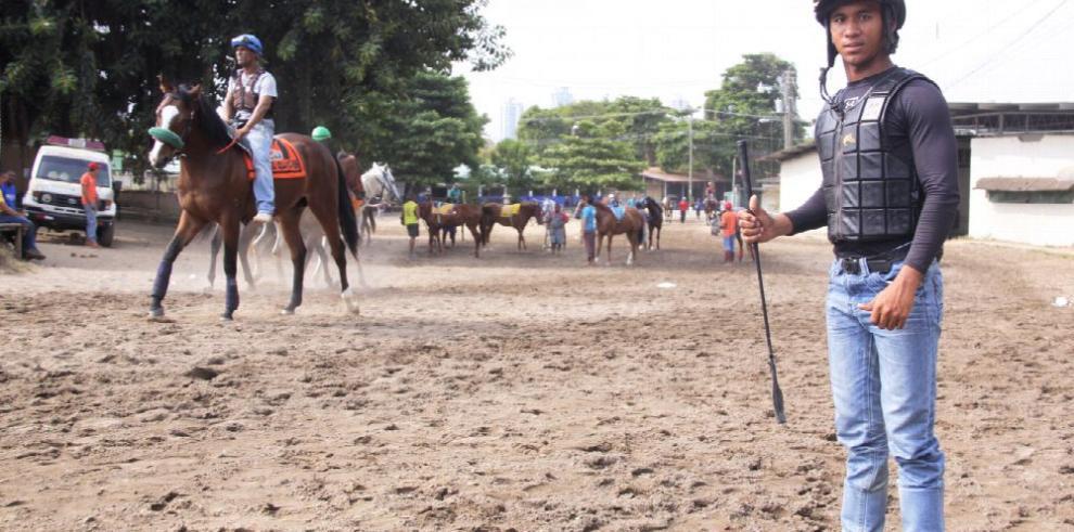 Jinetes locales para equinos panameños
