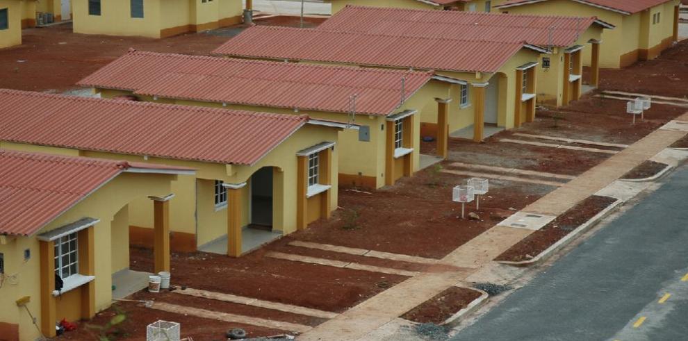 'Imposiciones del gobierno elevan el precio de viviendas'