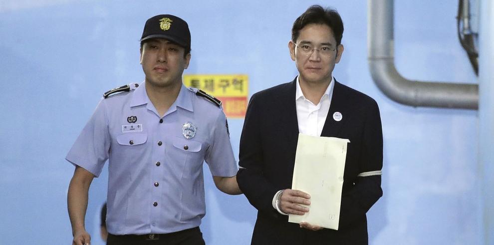 Heredero de Samsung es condenado a cinco años de prisión por corrupción