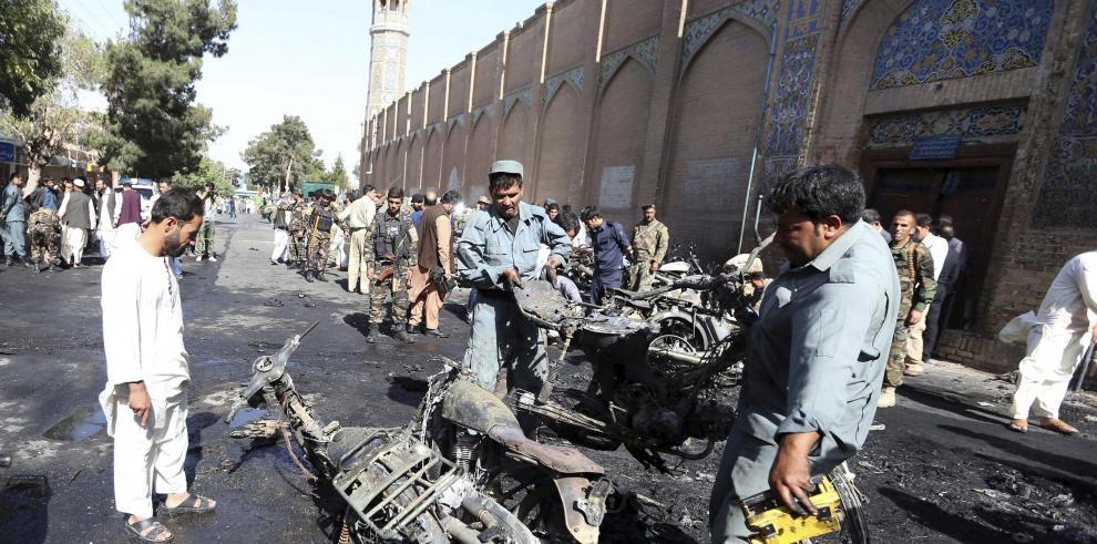 Bombazo en mezquita afgana deja siete muertos y 16 heridos