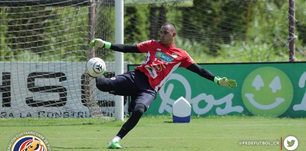 Costa Rica entrena completa con la incorporación de Keylor Navas