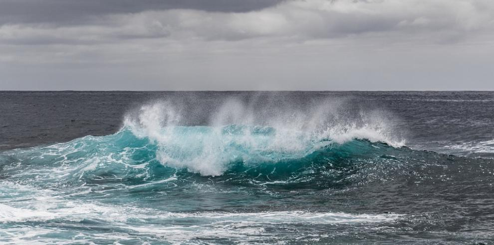 Rescatan en Costa Rica a tres estadounidenses que estaban a la deriva