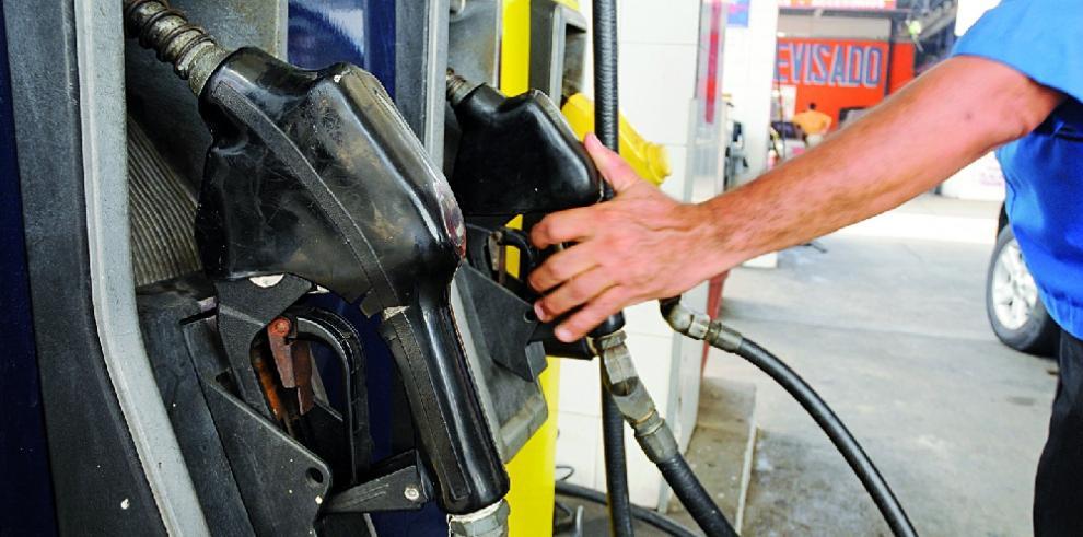 Precios de combustibles registran leve baja hoy