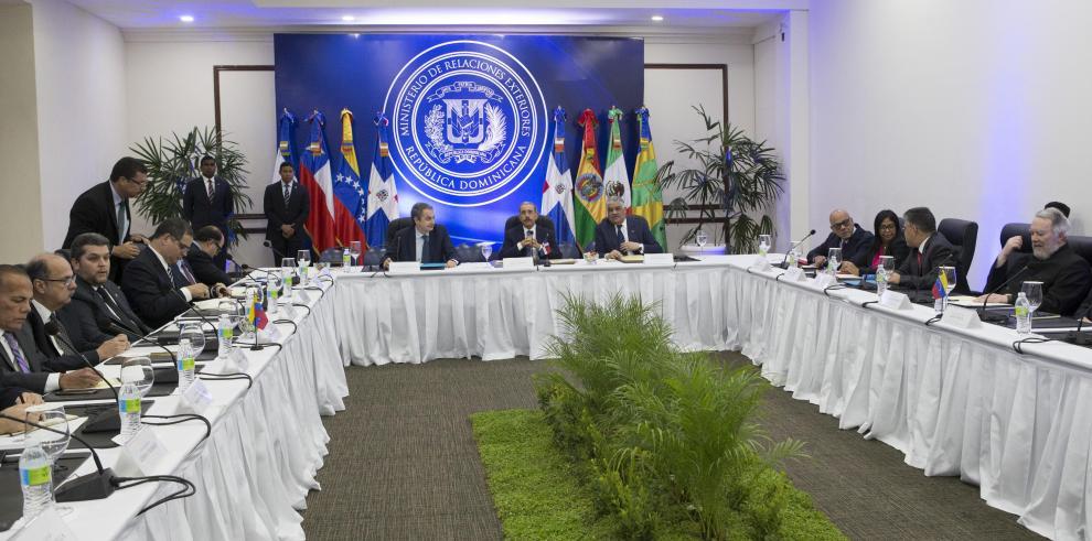 Gobierno y oposición venezolana inician diálogo en busca de un acuerdo
