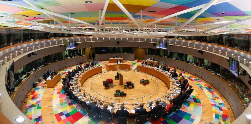 UE busca reforzar su política comunitaria de defensa