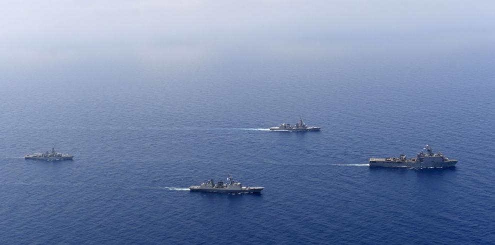 Japón envía una flota de apoyo a maniobras de la