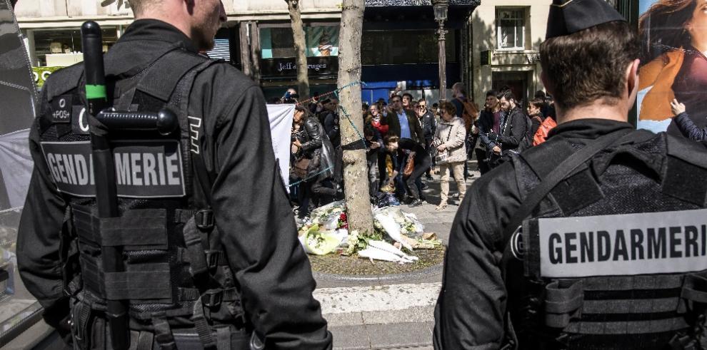 Hallan una nota manuscrita junto al cuerpo del autor del tiroteo de París