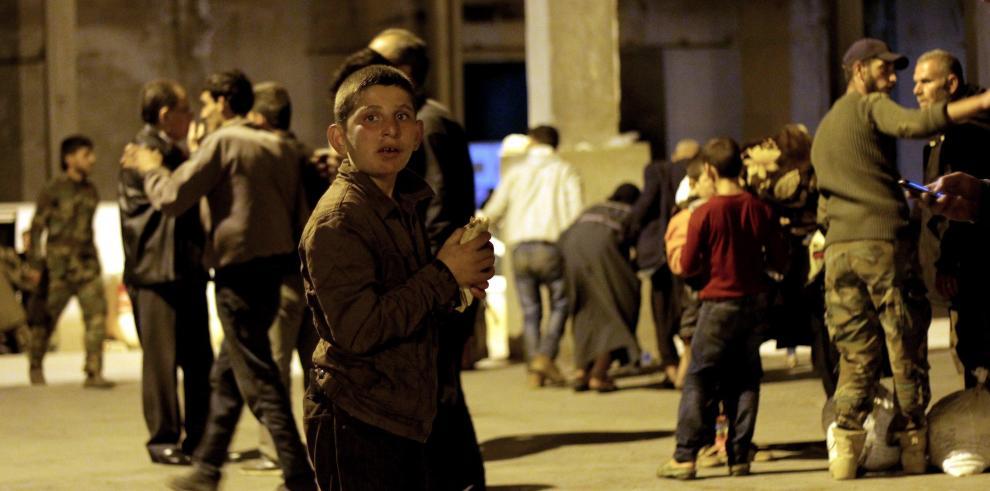 Se reanuda la evacuación de varios pueblos sirios tras dos días de bloqueo
