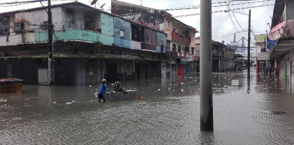 Unos 150 apartamentos afectados por inundación en Colón