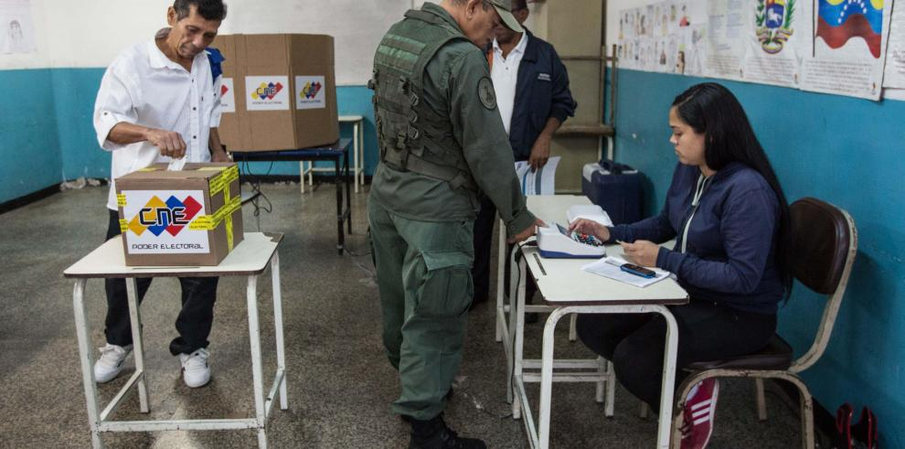 Triunfo chavista en municipales ratifica 'voto por la paz', coinciden analistas