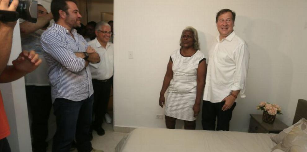 Presidente Juan C. Varela entrega apartamentos a familias de El Chorrillo