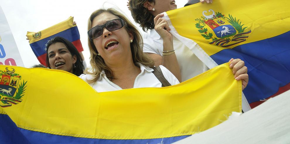 Comunidad venezolana en Panamá acudirá a consulta popular este domingo