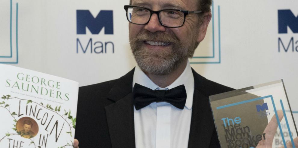 Escritor estadounidense George Saunders gana premio Booker