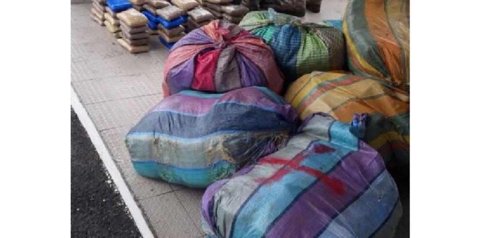 Detienen a colombianos con 1,553 paquetes de marihuana