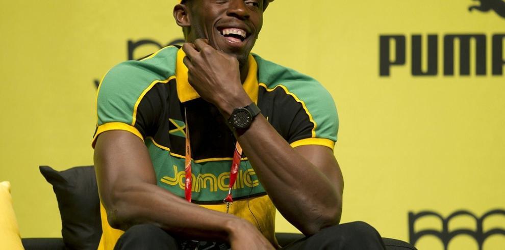 Bolt exhibe en México sus 8 medallas olímpicas y admite que subió de peso