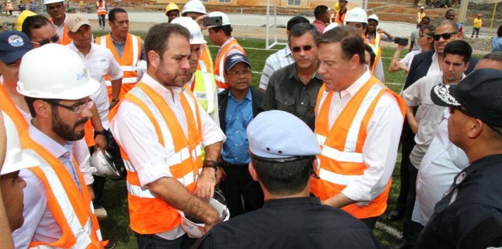 Varela inspecciona obras en Colón
