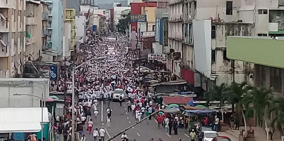 Panameños marchan contra la ideología de género