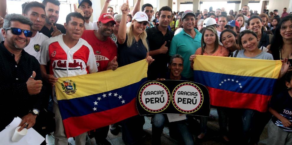 Perú otorgará residencia a Venezolanos tras suspensión del Mercosur