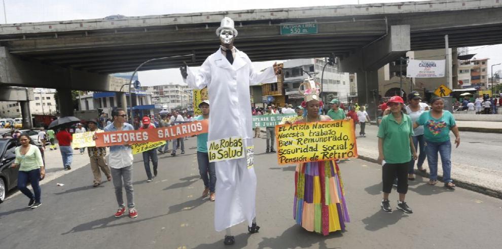 Obreros marchan en defensa de las 'conquistas alcanzadas'