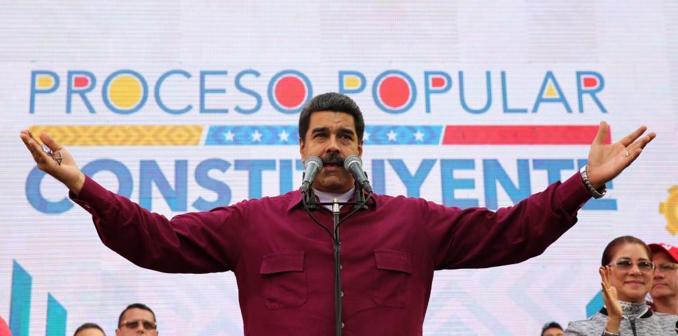 Maduro firma decreto para elegir Asamblea que apruebe nueva Constitución
