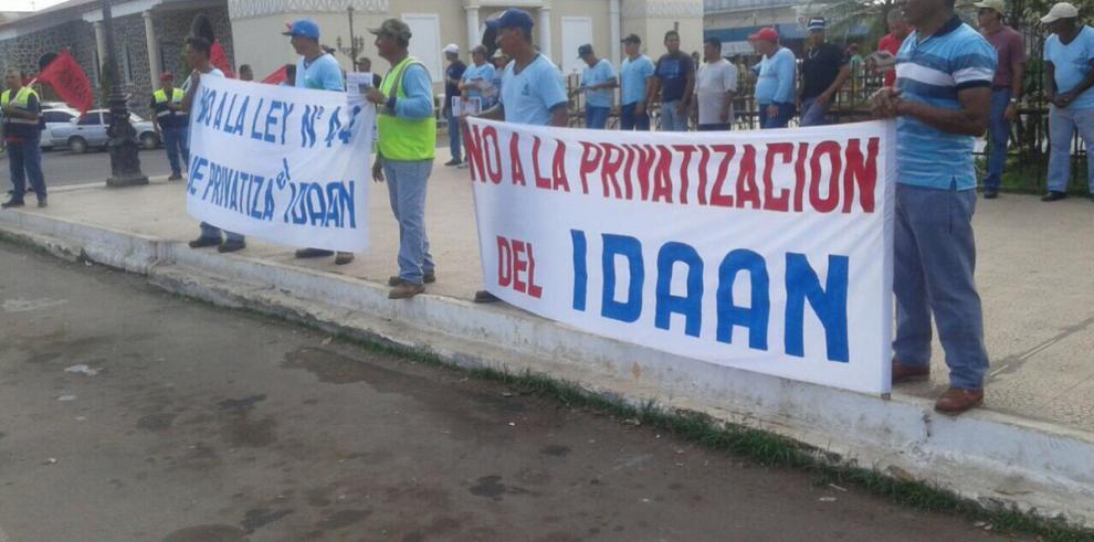 Funcionarios piden que se retire proyecto de ley que reorganiza el Idaan
