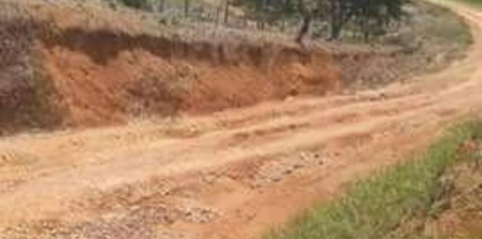 Presidente pone en ejecución camino de producción en Coclé