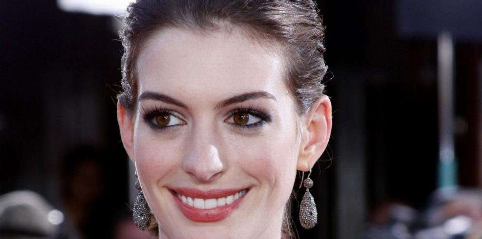 Hathaway se adentra en el mundo de las app para ligar
