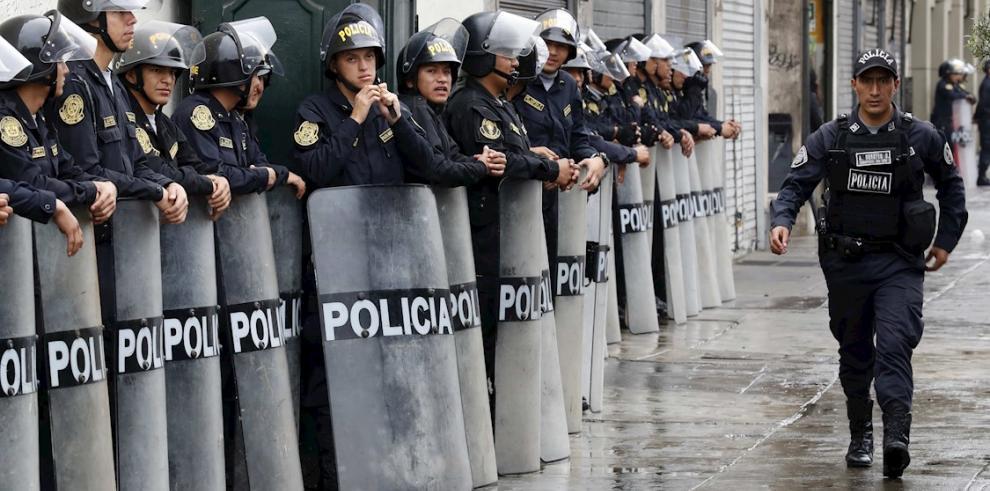Policías en Perú