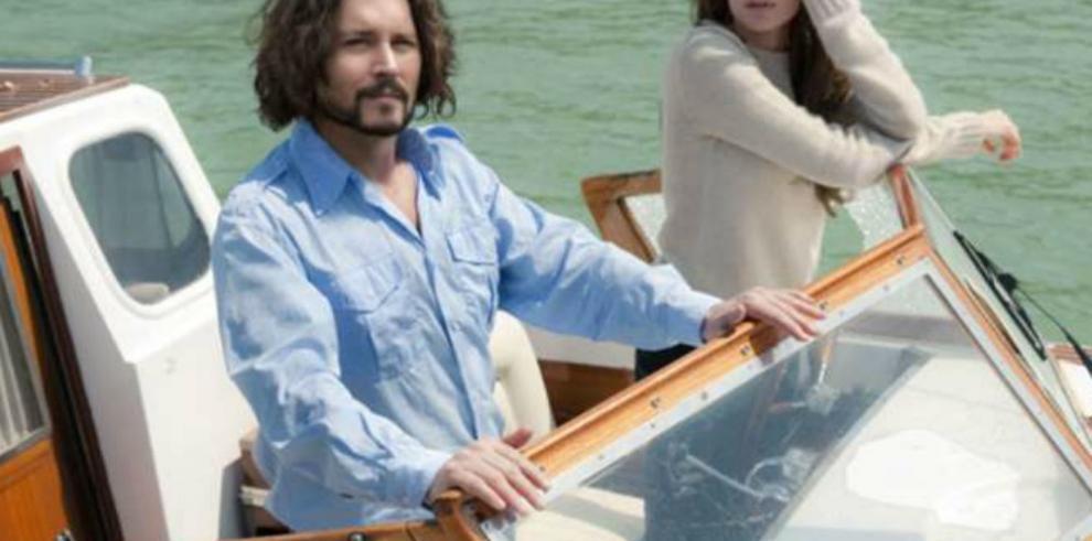 ¿Angelina Jolie busca refugio en Johnny Depp?
