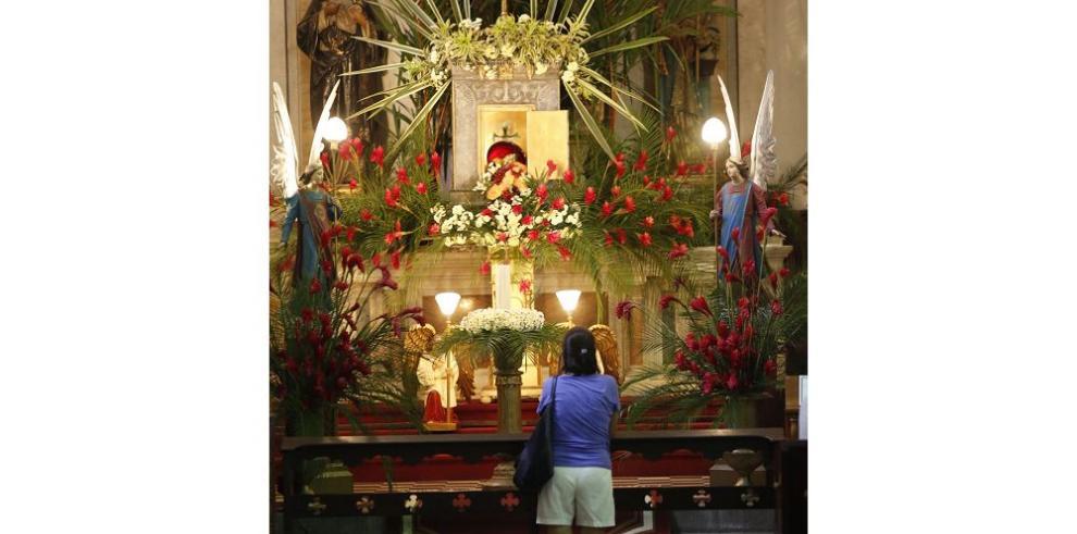 Iglesias del Casco Viejo atraen a turistas y devotos