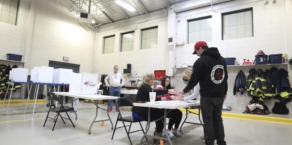 Abren los primeros centros de votación en las elecciones de EE.UU.