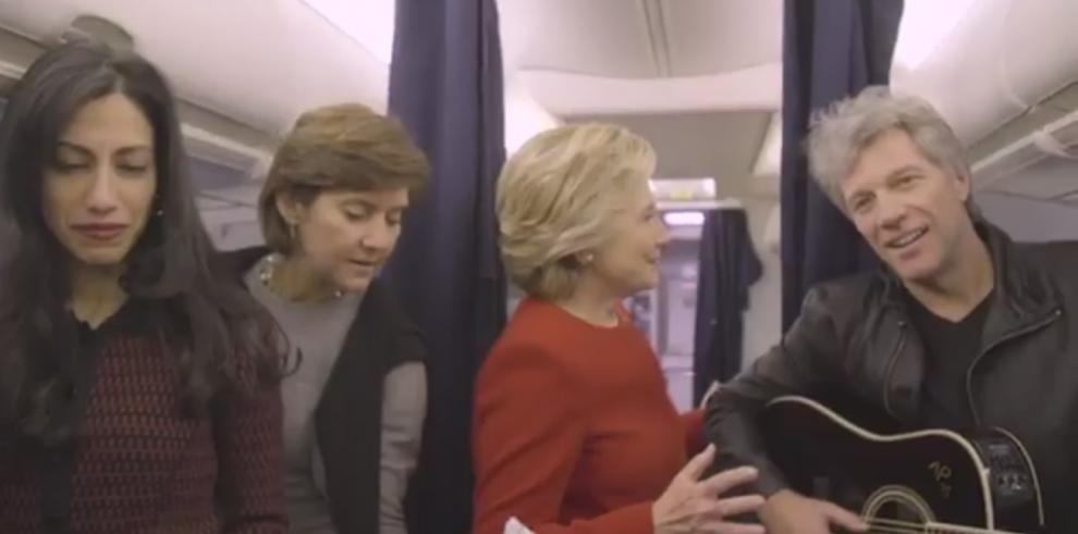 Hillary Clintonse unió al #MannequinChallenge