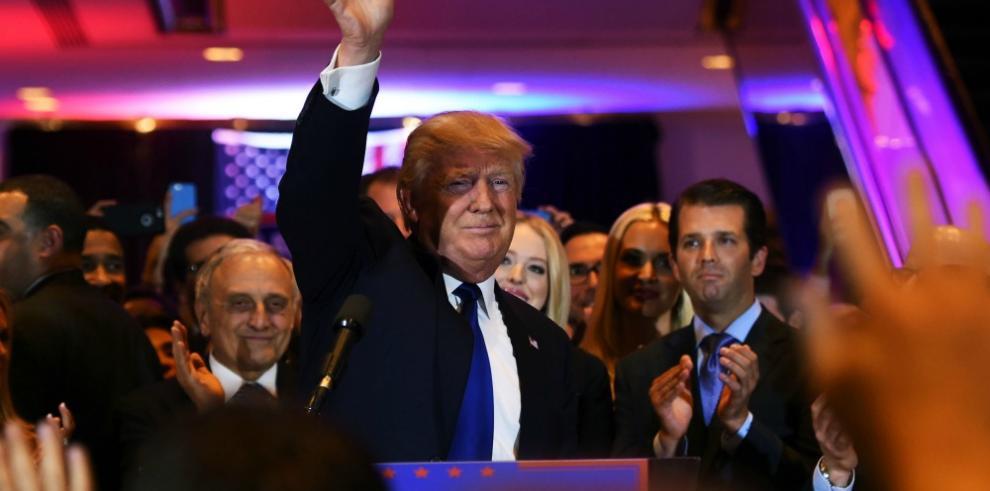 Clinton y Trump se imponen en primaria clave de Nueva York