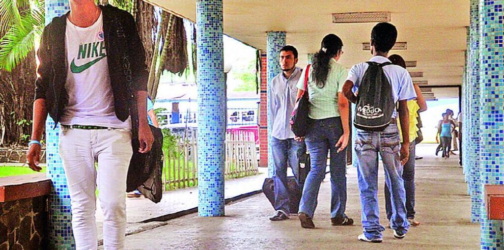 La Universidad de Panamá cuenta con reglamento para administrativos