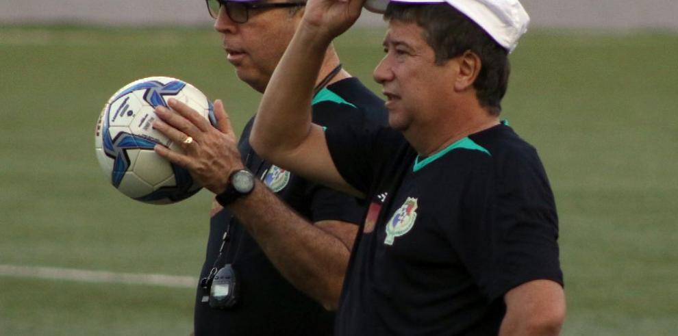 'Bolillo' convoca a futbolistas para juego con Martinica