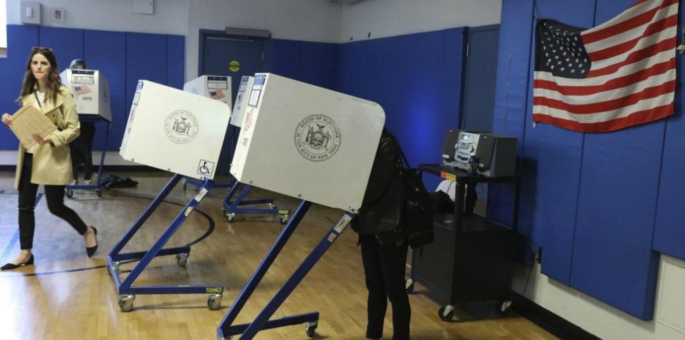 Nueva York vota en primarias clave con Clinton y Trump como favoritos