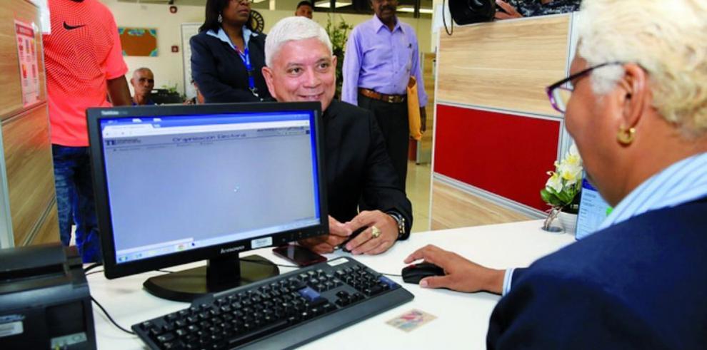 Exdiputado de CD regresa al partido panameñista