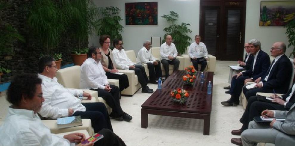 Kerry habla con las FARC en Cuba para impulsar acuerdo final de paz